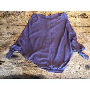 ❤️cute purple bat wing sweater buttons on back❤️